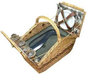 Набор для пикника на 4 персоны в плетеной корзине (30035)